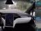 VIDEO : immersion dans une voiture électrique Tesla en conduite autonome
