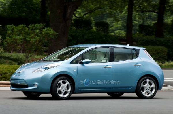 la nissan leaf produite en angleterre voiture electrique. Black Bedroom Furniture Sets. Home Design Ideas