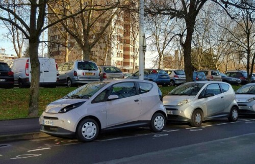 Des nouvelles couleurs pour les voitures électriques Autolib' à Paris